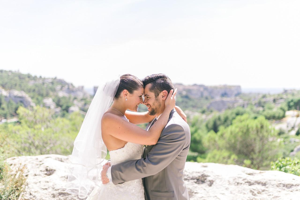 Mariage dans les Alpilles et Mas des Beaumettes Manade Mogador.